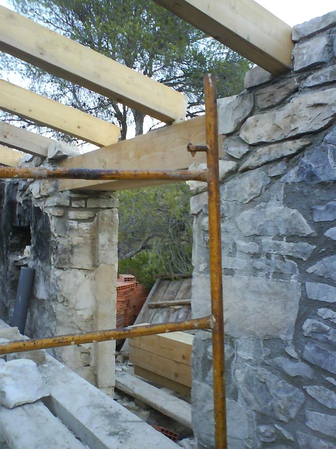 Foto estructura de cubierta de madera laminada de alacet - Estructura madera laminada ...