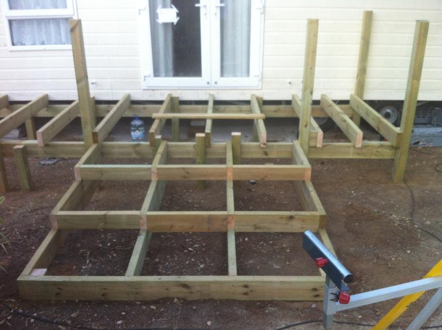 Estructura de madera para terraza exterior ideas carpinteros - Terrazas de madera precios ...