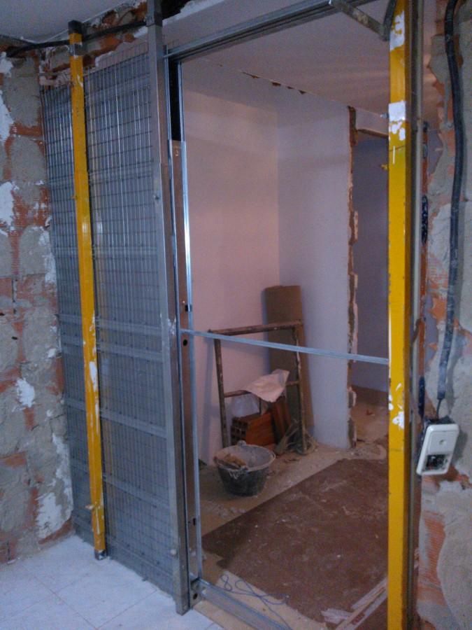 Foto estructura de puerta corredera de amdecora 860568 - Estructuras para puertas correderas ...