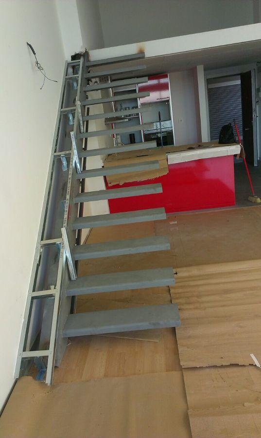 Escalera voladiza en tico ideas carpinter a met lica - Vallas para escaleras ...