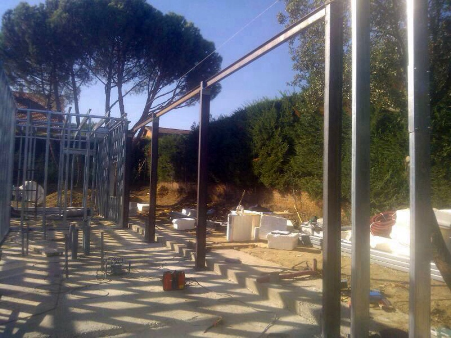 Foto estructura vigas hierro para grandes ventanales 9m for Estructuras de hierro para casas