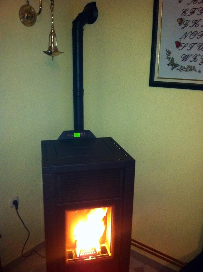 Foto estufa de pellets en pioz de ediaz instalaciones - Como adaptar una estufa de lena a pellets ...
