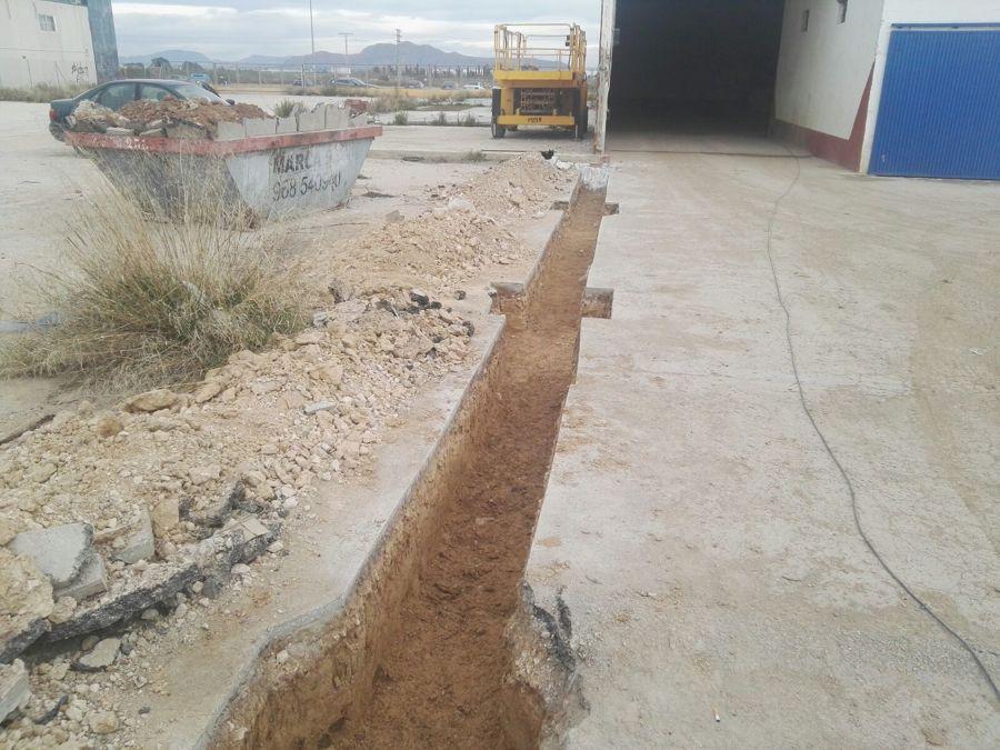 Excavación para crear correas para pilares