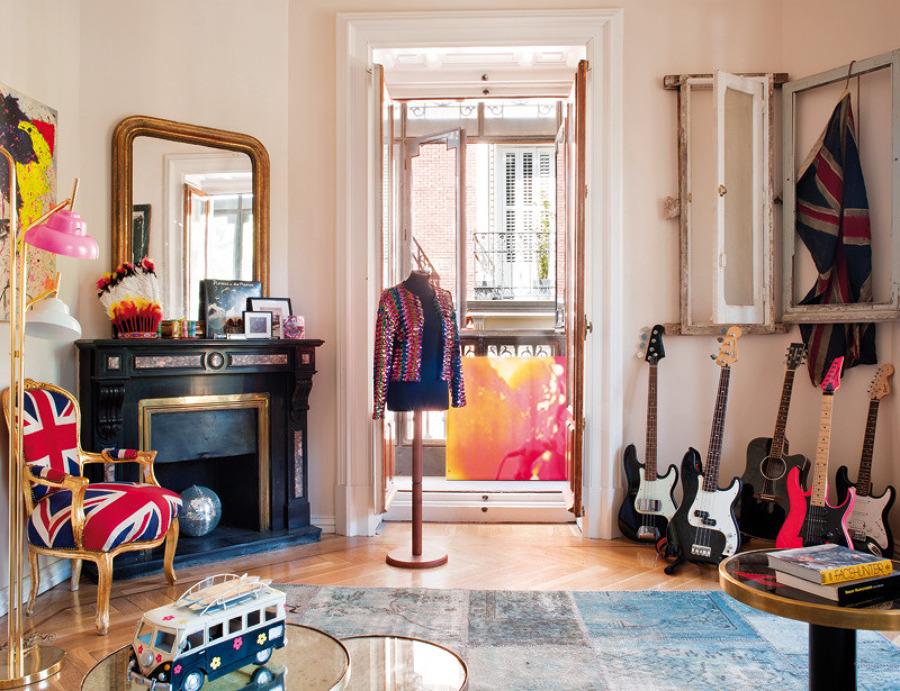 Exhibir la colección de guitarras