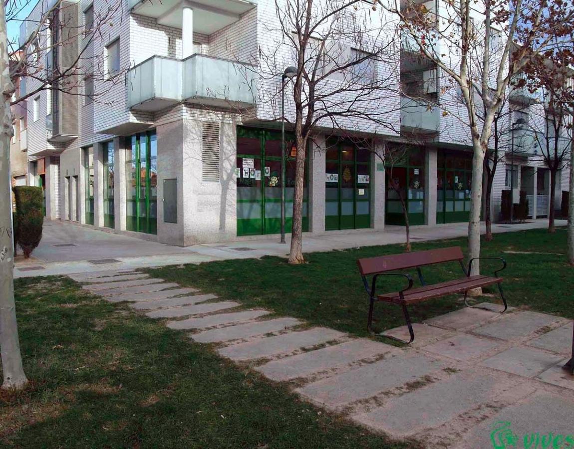 Exterior de los 2 locales comerciales unidos en Utebo (Zaragoza)