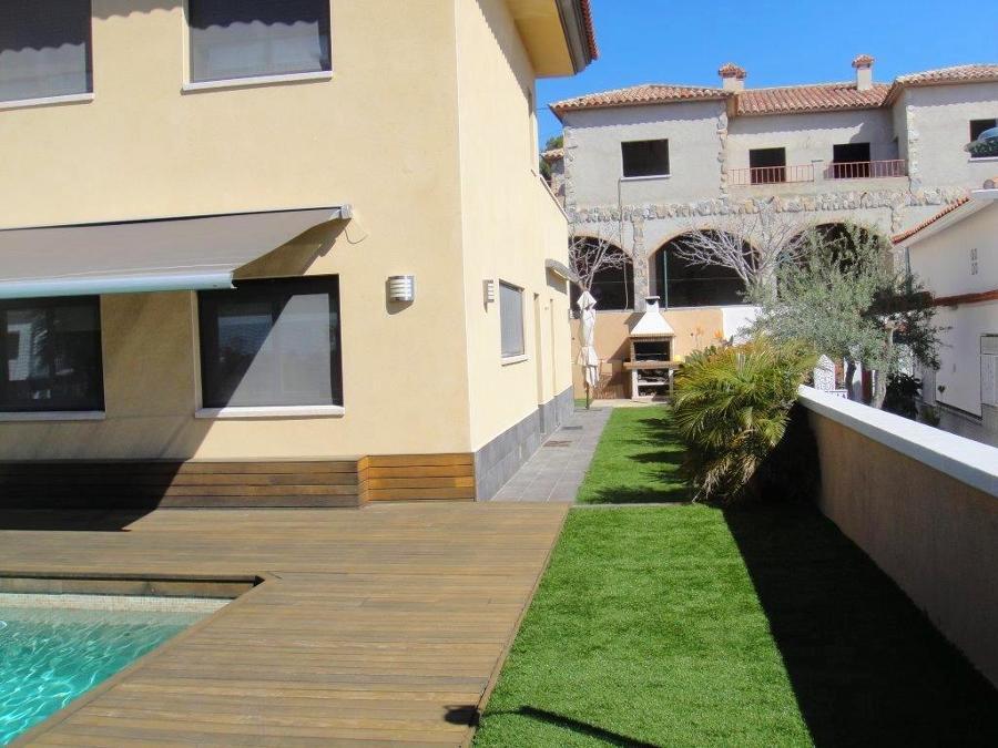 Exterior piscina y jardín