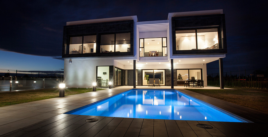 Exterior vivienda diseño piscina