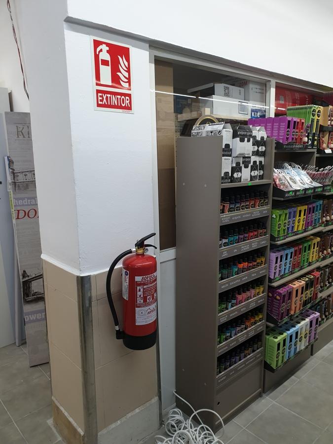 Extintores y almacén 2