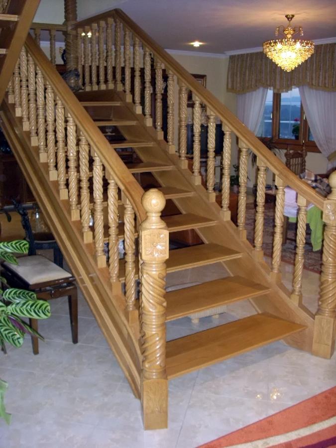 Foto fabricaci n y colocaci n de escalera en madera de - Escaleras antiguas de madera ...