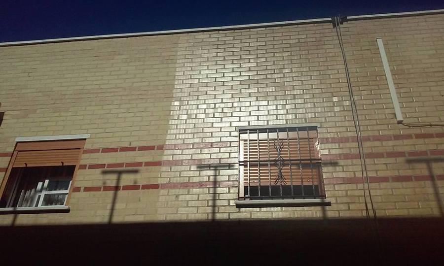 fachada de la derecha con varniz fijador efecto mojado