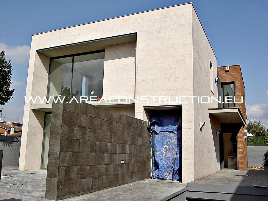 Foto fachada de m rmol travertino y ladrillo cer mico for Precio marmol travertino para exterior