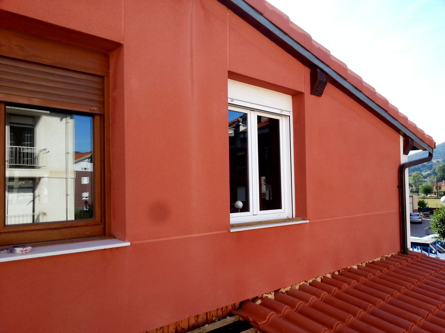 Foto fachada de monocapa cotegran de miguel gutierrez for Planchas para revestimiento interior