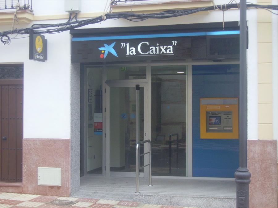 Obras de acondicionamiento de local para oficina bancaria for Fachadas para oficinas