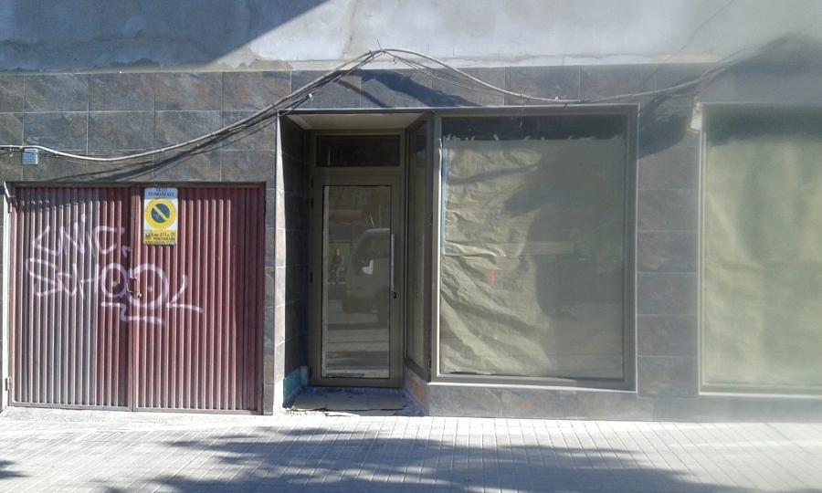 Foto fachada de oficina de seguros axa de benito moldes for Axa oficinas centrales madrid