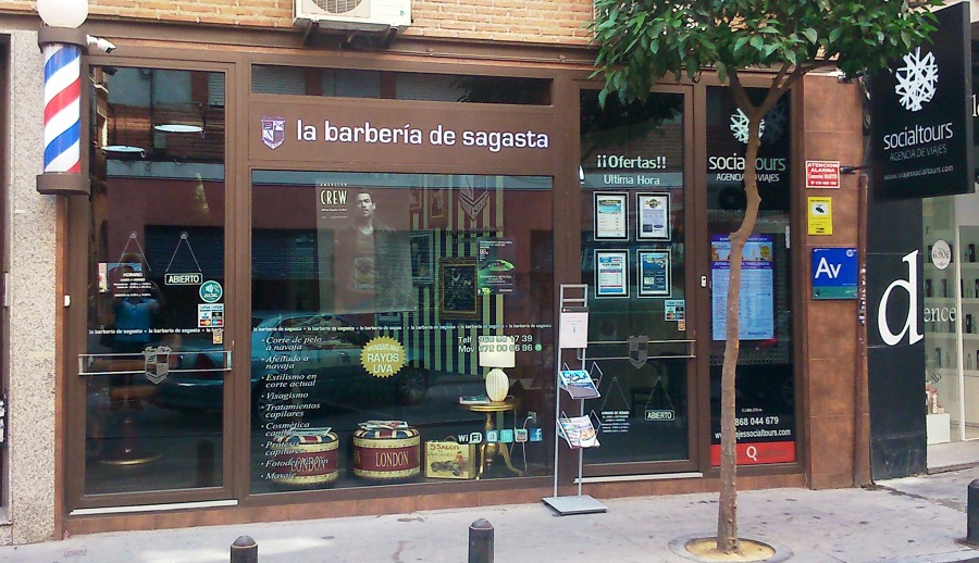 Reforma de la barberia de sagasta y agencia de viajes - Fachadas de peluquerias ...