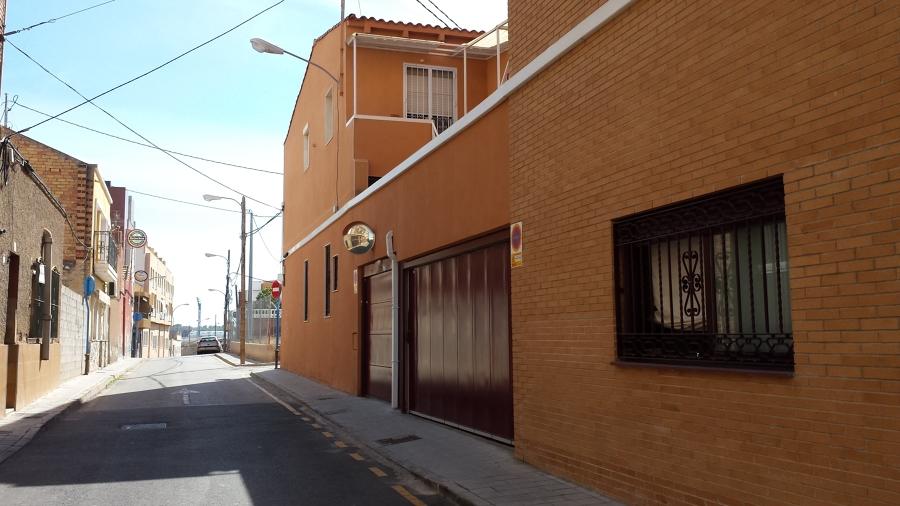 Fachada lateral de edificio rehabilitado