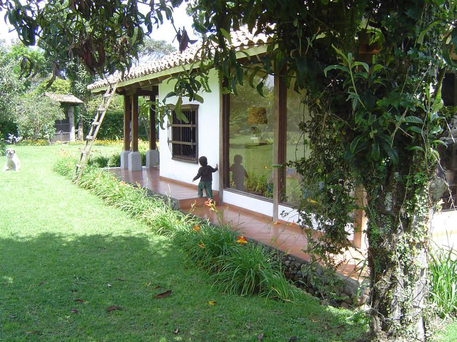 Fachada lateral en porche de salón
