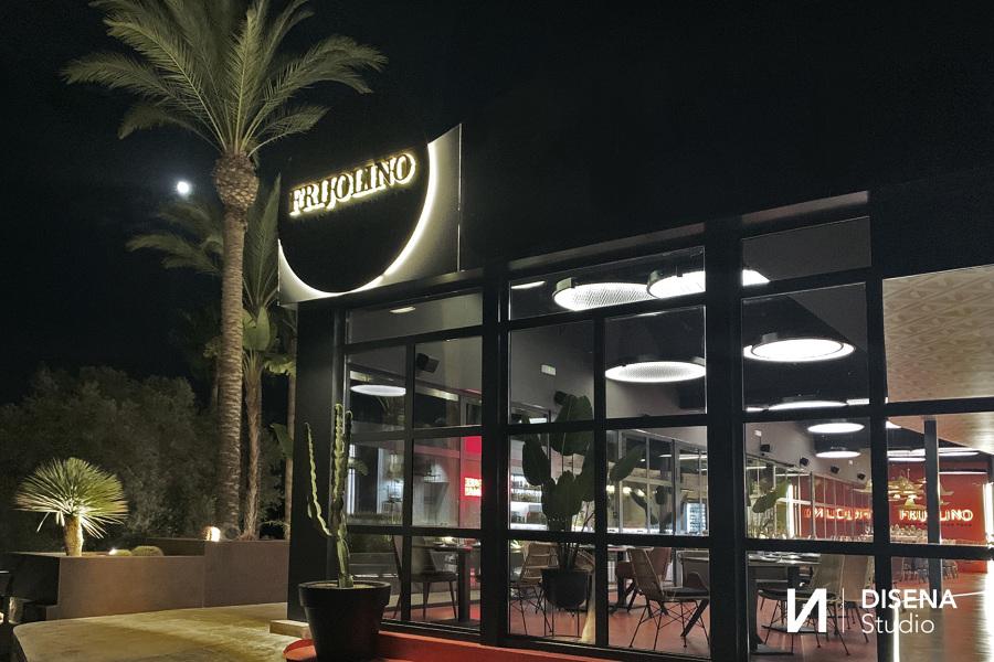 Fachada lateral restaurante Frijolino