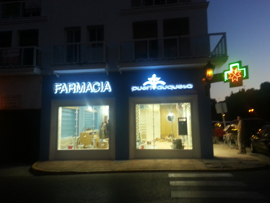 fachada noche iluminacion
