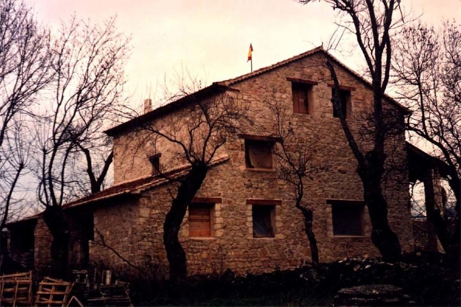 Fachada oeste durante la construcción
