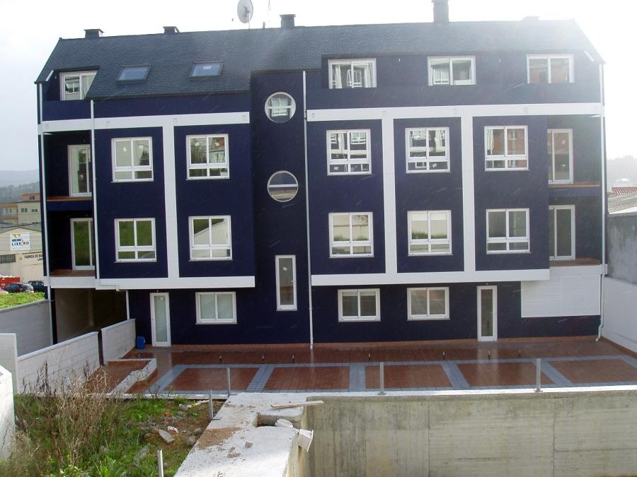 Fachada Posterior, terraza y piscina