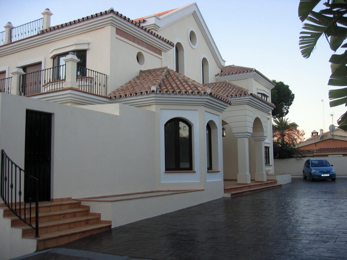 Casa russell ideas construcci n casas for Fotos de fachadas de casas andaluzas