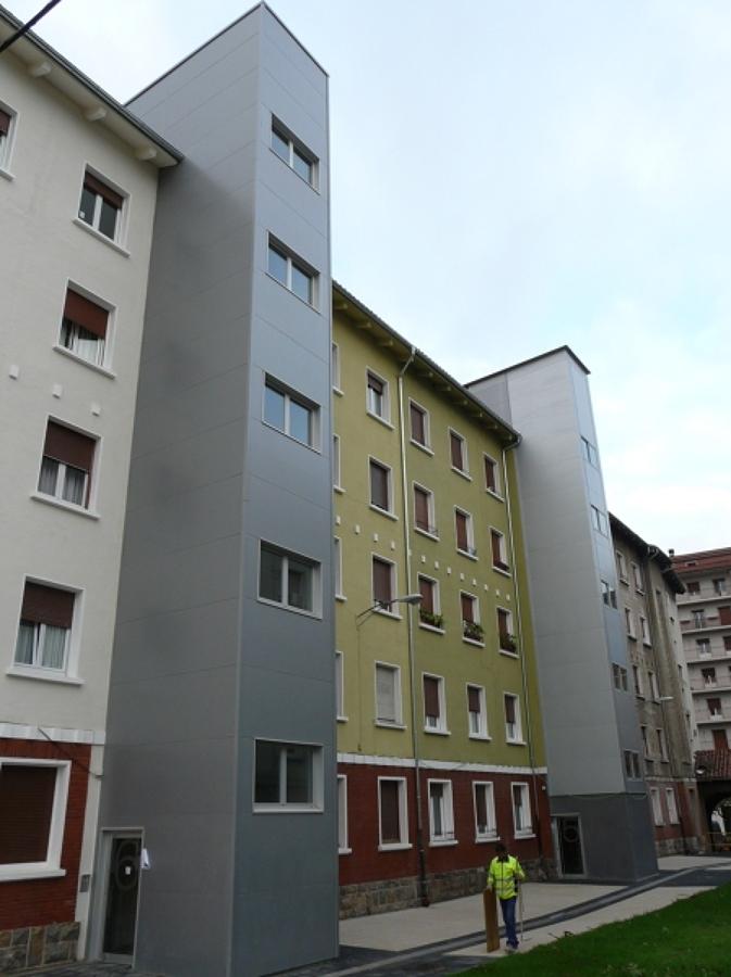 Rehabilitaci n de cubiertas y fachadas de la urbanizaci n - Arquitectos en pamplona ...