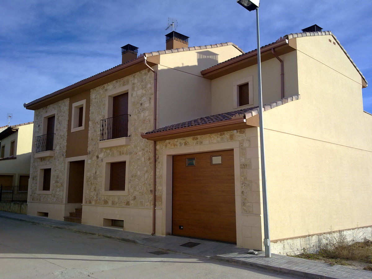 Foto fachada vivienda unifamiliar de quintana for Fachadas de viviendas