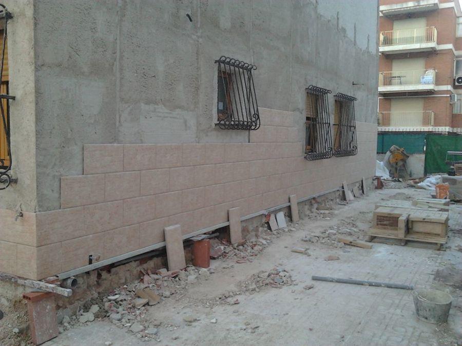 Fachada y patio vivienda unifamiliar (antes)
