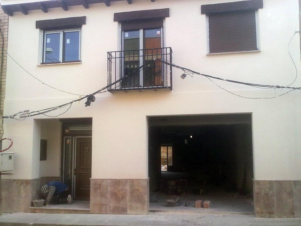 Foto fachada z calo piedra natural de areserco for Zocalo fachada exterior