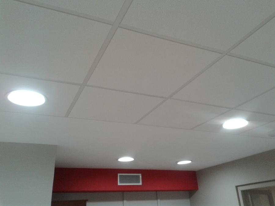 Instalaci n de falso techo y pintura ideas reformas oficinas - Falso techo decorativo ...