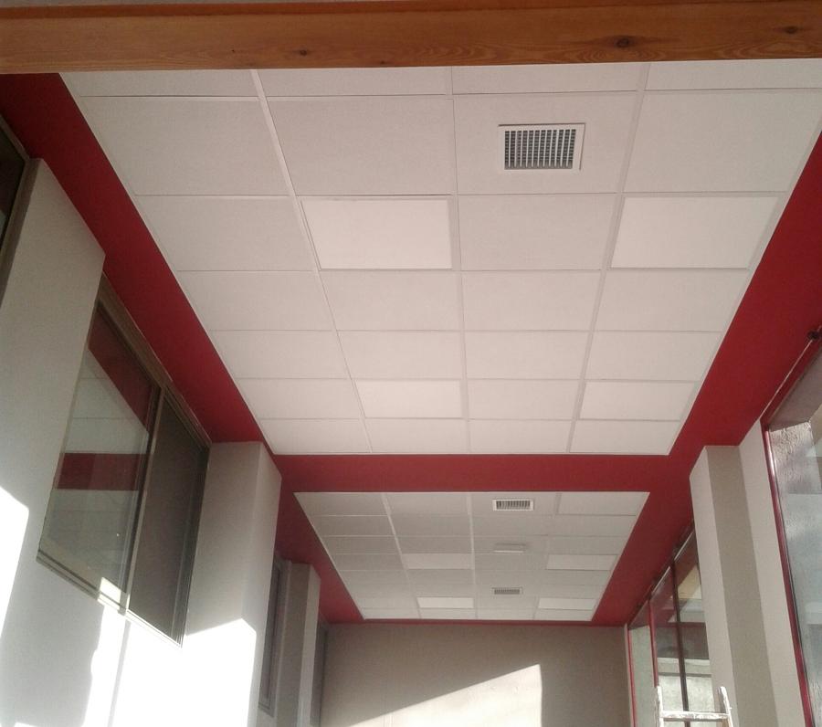Instalaci n de falso techo y pintura ideas reformas oficinas - Hacer falso techo ...