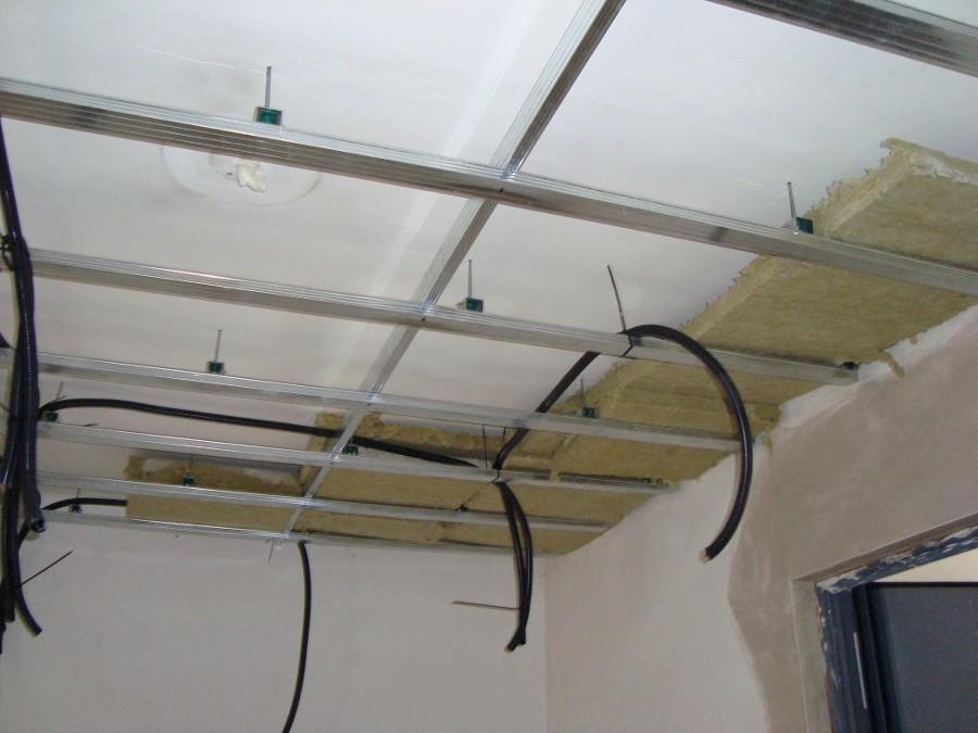 Falsos techo aislado con lana de roca
