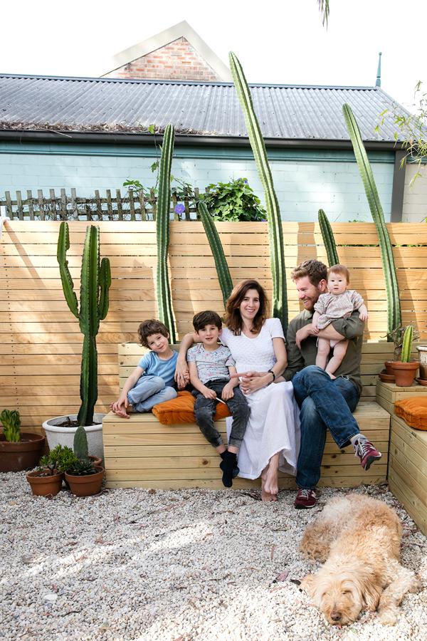 Familia con cactus