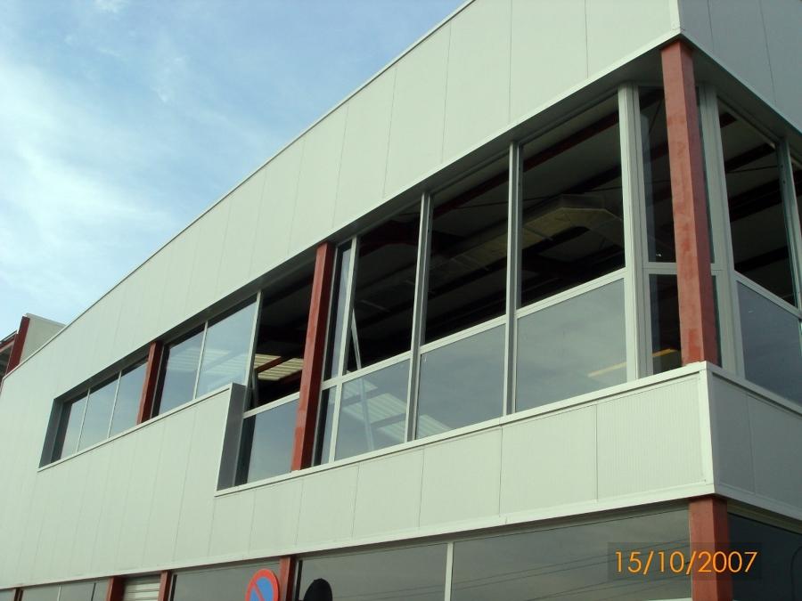 Fase cerramiento de fachada, carpinterías.