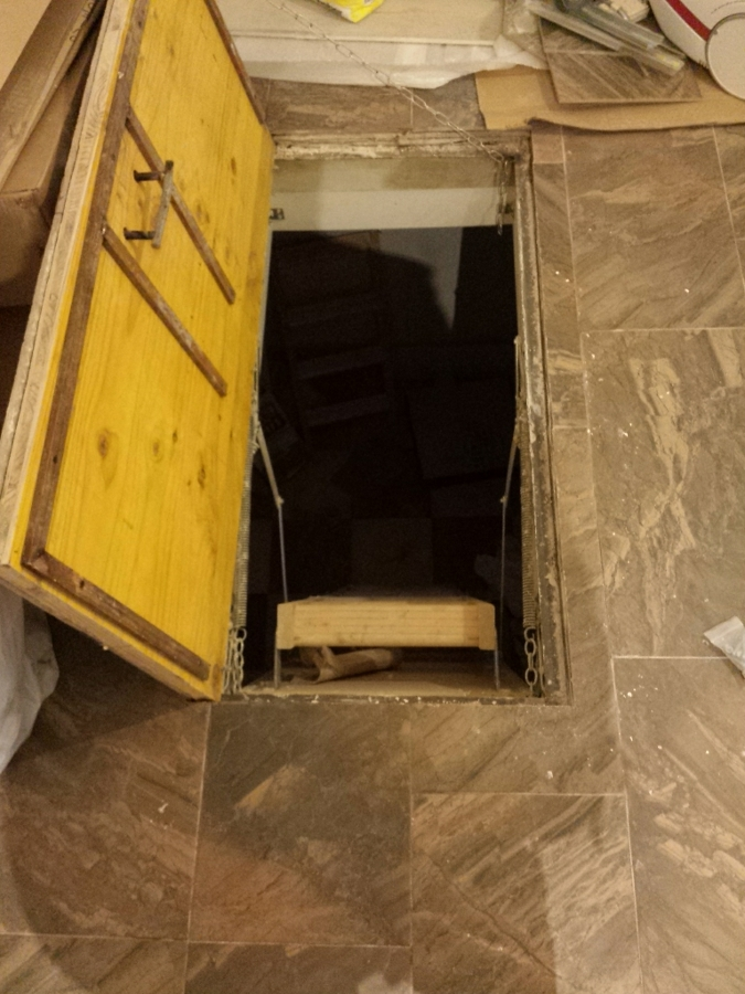 Foto final de acceso de trampilla al s tano de reformet - Escaleras para sotanos ...