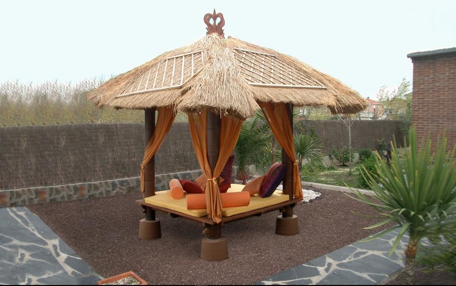 Gacebo y cama balineses en jard n privado ideas paisajistas for Cama balinesa jardin