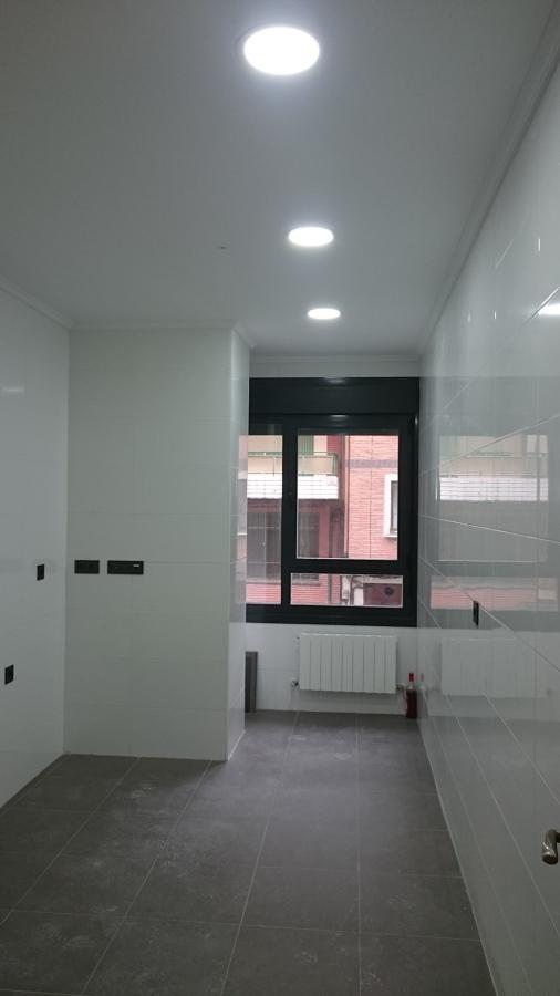 Iluminaci n completa en piso ideas electricistas - Focos para cocina ...