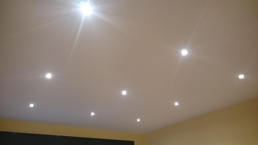 Foto focos en sal n de velca electricidad 722578 - Focos empotrados techo ...