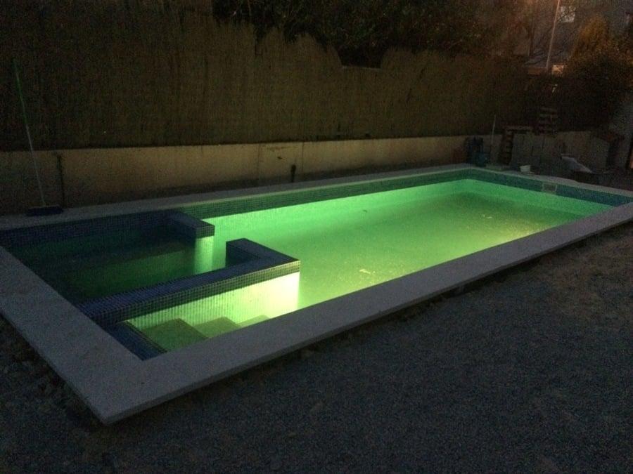Piscina de hormig n en rafelbunyol ideas construcci n - Focos piscina led ...