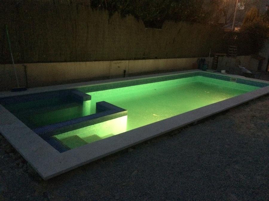 focos led en piscina