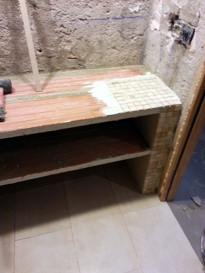 Foto formaci n de muebles de lavabo de obra de revocmur for Muebles de lavabo de obra