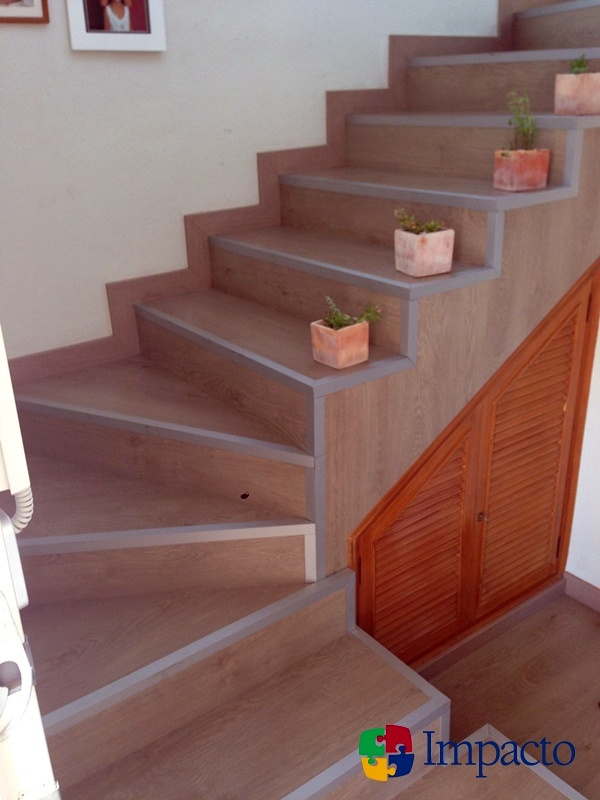 Forrado de escalera y remate con perfil de aluminio for Escaleras para interiores de aluminio
