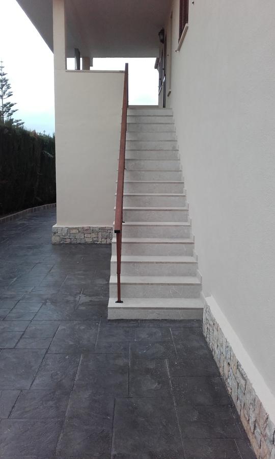 Forro de piedra escalera