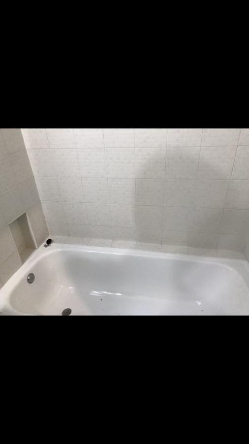 Foto de antes de la reforma, estado anterior del baño con nañera