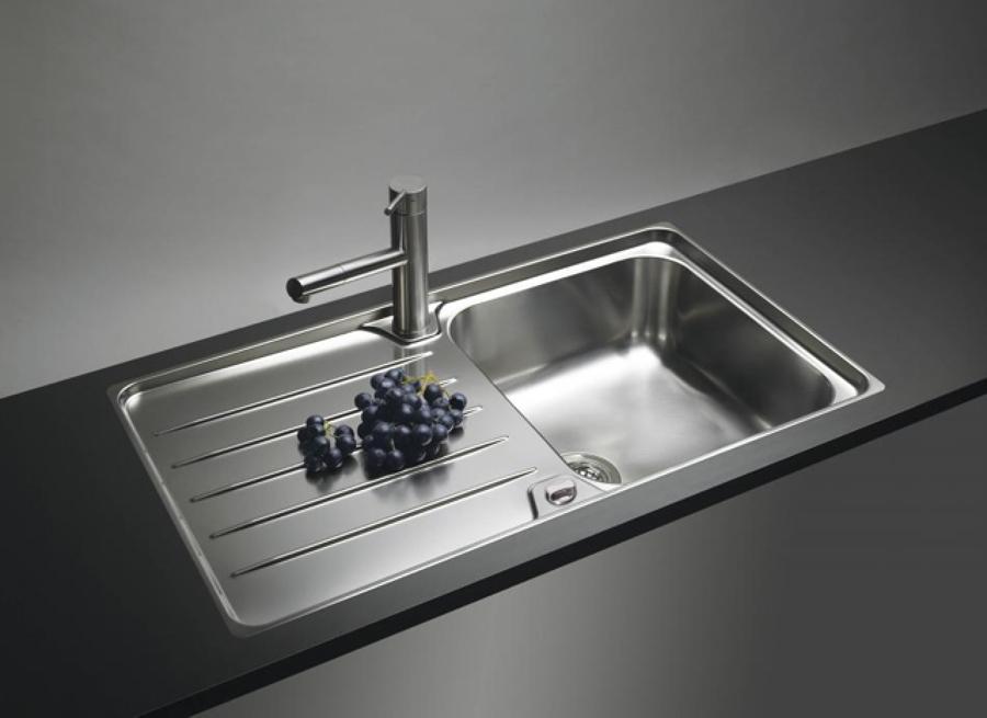 Los fregaderos de cocina seg n su material de fabricaci n for Fregaderos de porcelana para cocina