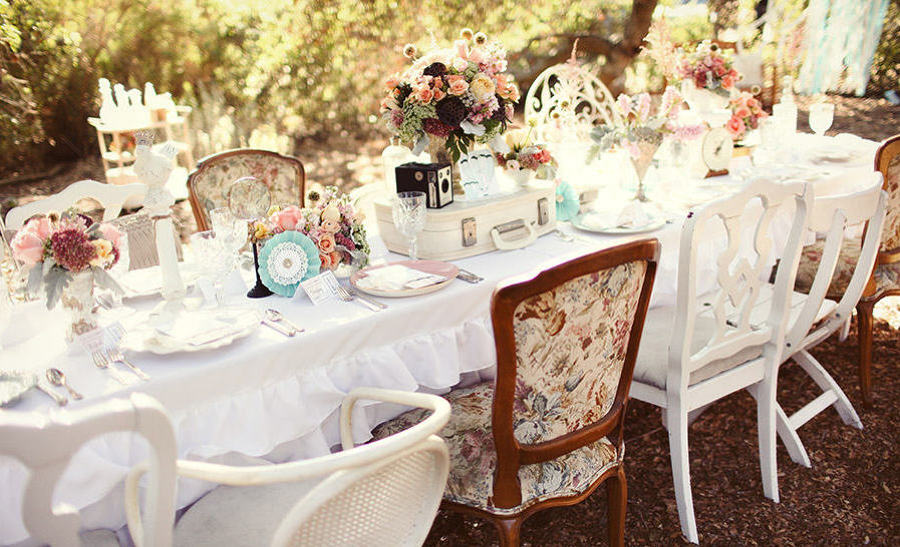 french-vintage-inspired-tablescape-pink-green-blue-e1420798653303