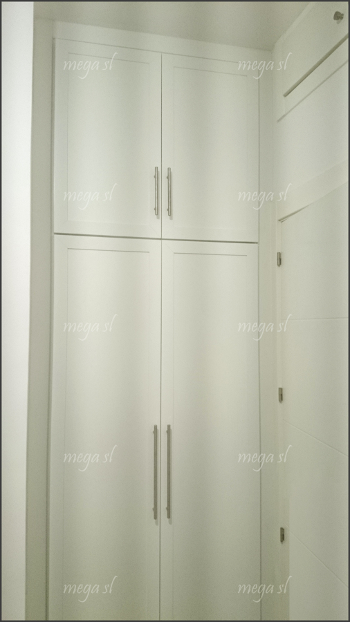 Frente de armario abatible en melamina blanca con maletero - Armarios empotrados puertas abatibles ...