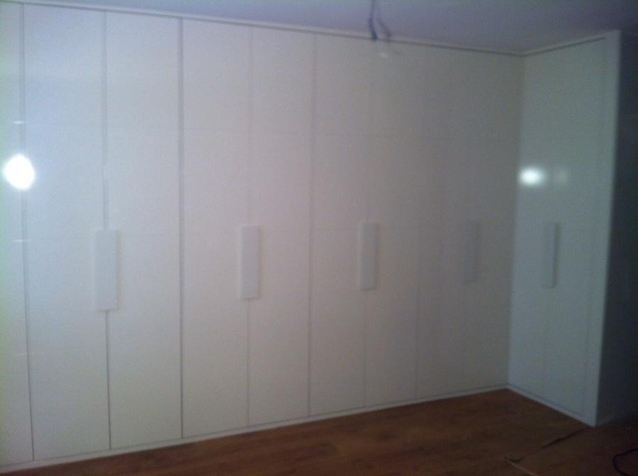 Puertas lacadas y de madera armarios a medida suelos - Puertas lacadas en blanco ...