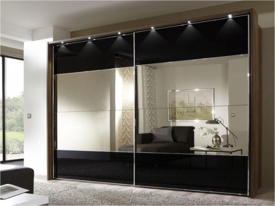 Frente de armario con espejos e iluminación